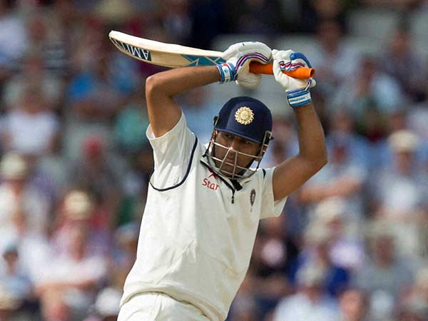 Dhoni Shouldn T Have Retired From Test Says Sunil Gavaskar