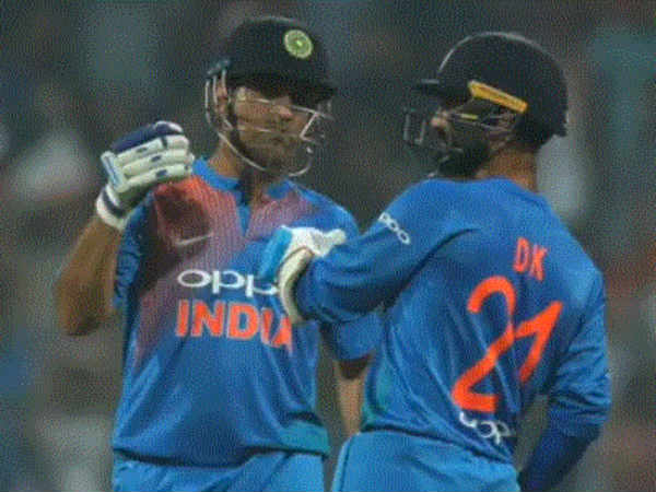 Who Is The Best Finisher Dinesh Karthik Or Dhoni