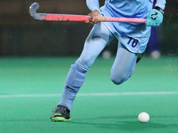 Women hockey team win
