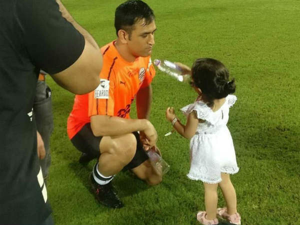 ziva says dad dhoni becoming old