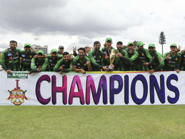 pakistan beat australia in the final match of tri series at harare