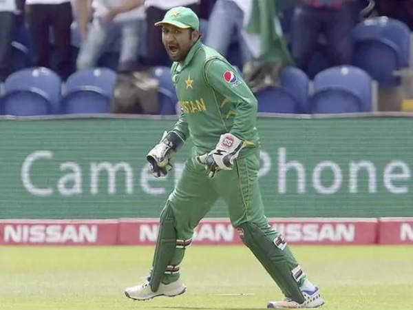 Pakistan sarfraz tried to copy dhoni