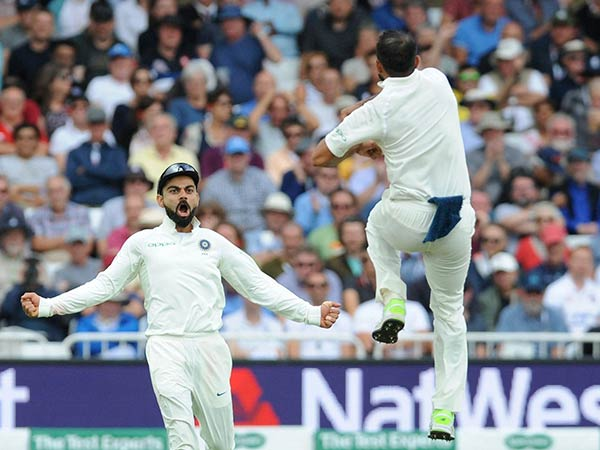 kohli ,ishant sharma and james anderson during Fourth test