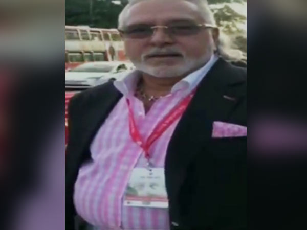Vijay Mallya spotted during India England 5th test match