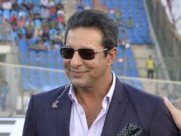 Wasim Akram praises Shoaib Malik for playing a Dhoni like knock in asia cup