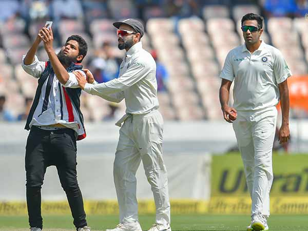 Aakash Chopra Concerned About Pitch Invasions Twitter Is Not Happy About It