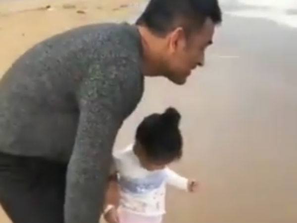 Dhoni His Daugter Ziiva Playing Beach Sand Viral Video