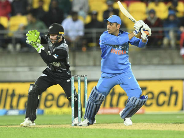 India Vs Newzealand Dhoni Saved The Indian Flag Before Touching Ground