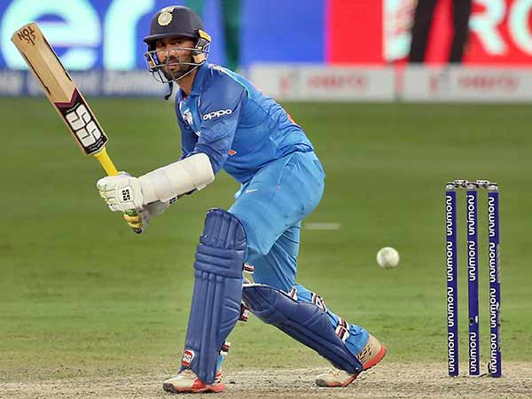India Vs Newzealand Dinesh Karthik Thinks He Is Dhoni Blames Fans 3rd T20 Loss