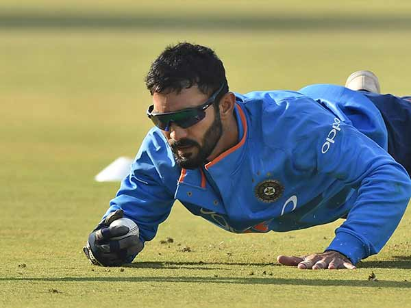 Fans Urging Bcci Include Dinesh Karthik As Wicket Keeper World Cup Aquad