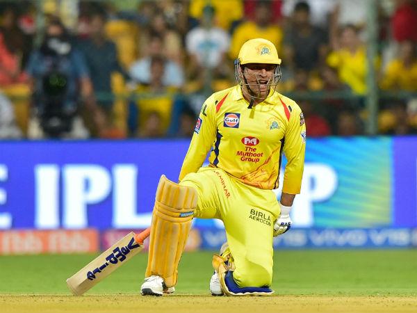 தோனி இப்படி பண்ணுவாருன்னு கொஞ்சம் கூட எதிர்பார்க்கலை.. ஆச்சரியப்பட்ட  பார்த்திவ் பட்டேல்! | IPL 2019 RCB vs CSK : Parthiv Patel never expect MS  Dhoni to miss the last ball ...