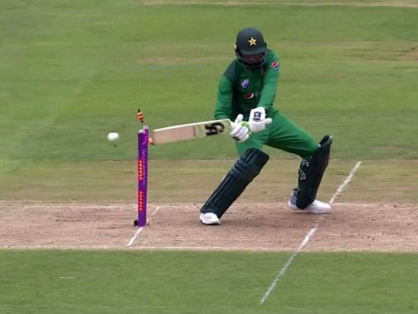 England Vs Pakistan Fourth Odi Shoaib Malik Hit Wicket Look Funny As Twitter Erupts