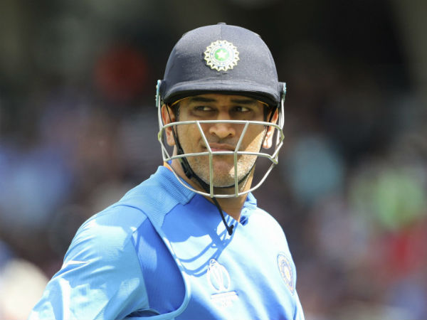 Fans chanted when dhoni fields against new zealand warm up match