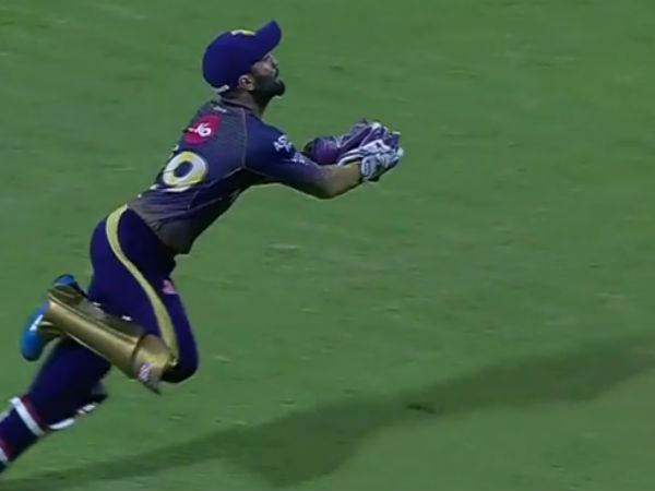 Catch of the ipl season? dinesh karthik pulls off a stunner to dismiss quinton de kock
