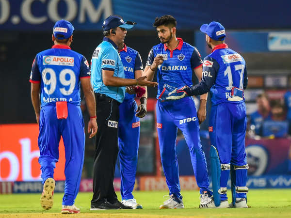 IPL 2019 SRH vs DC Eliminator : Umpire gave out on first ball but its a not-out