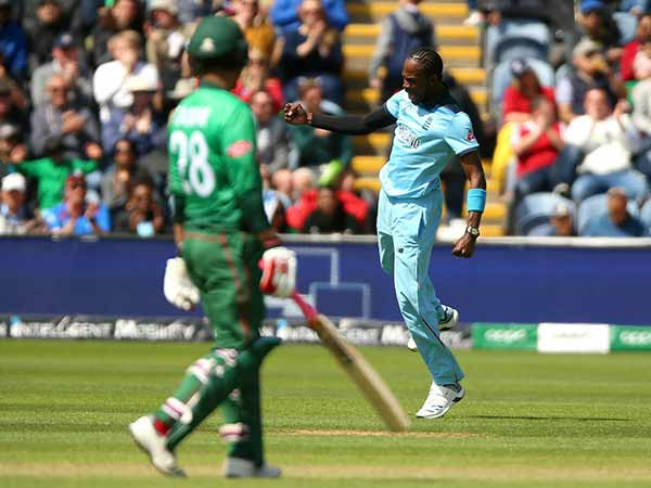 Eng Vs Ban Cricket World Cup 2019 Jofra Archer Ball Hit The Stumps And Gone For Six