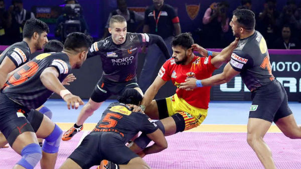 Pro Kabaddi League 2019 : U Mumba beat Gujarat Fotunegiants and Bengal beat Jaipur
