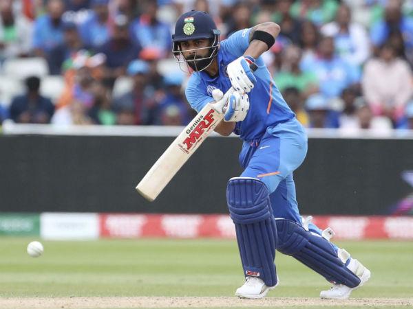 IND vs WI 1st ODI : ஒரே ஓவரில் 2 முக்கிய விக்கெட் அவுட்.. கோலி காலி.. மிரள வைத்த வெ.இண்டீஸ் பவுலர்!