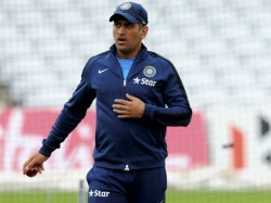Dhoni Made Remove Shoe During Security Check