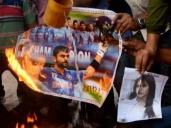 Angry Fans Burn Team India Posters Smash Tv Sets After World Cup Exit