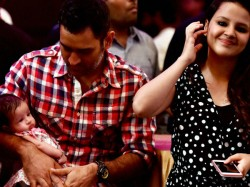 Dhoni Sakshi Celebrate 5th Wedding Anniversary