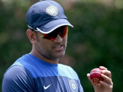 You Can T Get Hit 3 Sixes An Over Says Ms Dhoni On Axar Patel