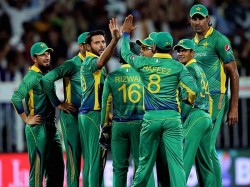 World T20 Pakistan Cricket Team Greeted With Shame Shame