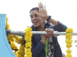 Pv Sindhu Arrives Hyderabad A Grand Welcome