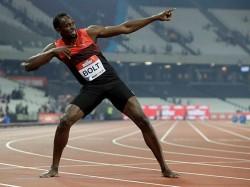 Usain Bolt Does It Again Wins 200m Gold Complete Hat Trick