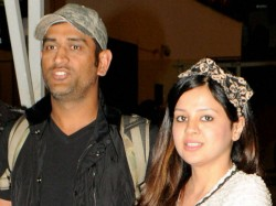 Ms Dhoni S Wife Sakshi Gives It Back Harsh Goenka