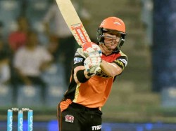 Sunrisers Beat Gujarat Lions 9 Wickets