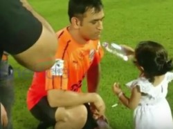 Ms Dhoni S Daughter Ziva Offering Him Water