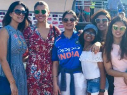 Wife Dhoni Kohli Cheers Team India