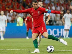 Ronaldo Gave Greece Resort Staffs Rs 16 Lakh As Tips