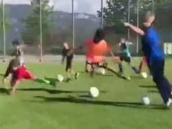 Fifa World Cup Small Boys Made Fun Neymar S Rolling Rolling Acting
