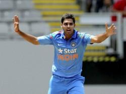 India Vs Australia Bhuvaneswar Kumar Dead Ball Get Aaron F