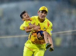 Dhoni Races With Shane Watson And Imran Tahir S Sons After Csk Vs Kxip Match