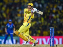 Ipl 2019 Csk Vs Dc Dhoni One Handed Six Which Look Same As Ab De Villiers