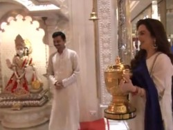 Nita Ambani Owner Of Mumbai Indians Offer Prayers In Temple With Ipl Cup Goes Viral