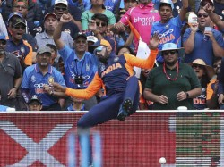 Icc Wc 2019 India Vs England Kl Rahul Injured Getting Assessed