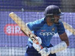 Nd Vs Wi Cricket World Cup 2019 Rishabh Pant Fans Unhappy Over Vijay Shankar Once Again