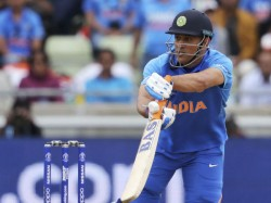Icc World Cup 2019 Dhoni Showed A Signal Of His Retirement In Yesterday Match