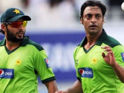 Former Player Shoaib Akhtar Opposes Name And Number On Test Jersys