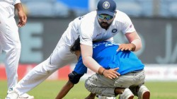 Ind Vs Sa A Fan Tried To Kiss Rohit Sharma Feet During Second Test Match