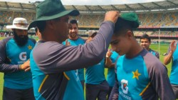Aus Vs Pak Naseem Shah Cried After Receiving His Test Debut Cap From Waqar Younis