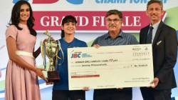 Pv Sindhu Donates Rs 5 Lakh Each To Telangana And Andhra Pradesh