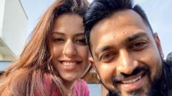Krunal Pandya Proposes Pankhuri Sharma After Ipl 2017 Final