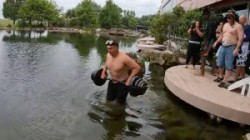 Us Man Do Bench Press For 62 Times Underwater And Sets New World Record