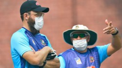 Daniel Vettori Helps Bangladesh Cricket Staffs