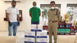 Irfan Pathan Yusuf Pathan Gave Vitamin C Tablets To Vadodara Police